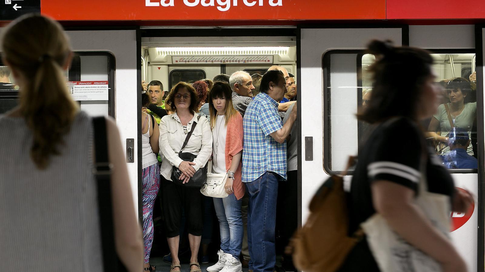 Els treballadors del metro rebutgen l'arbitratge