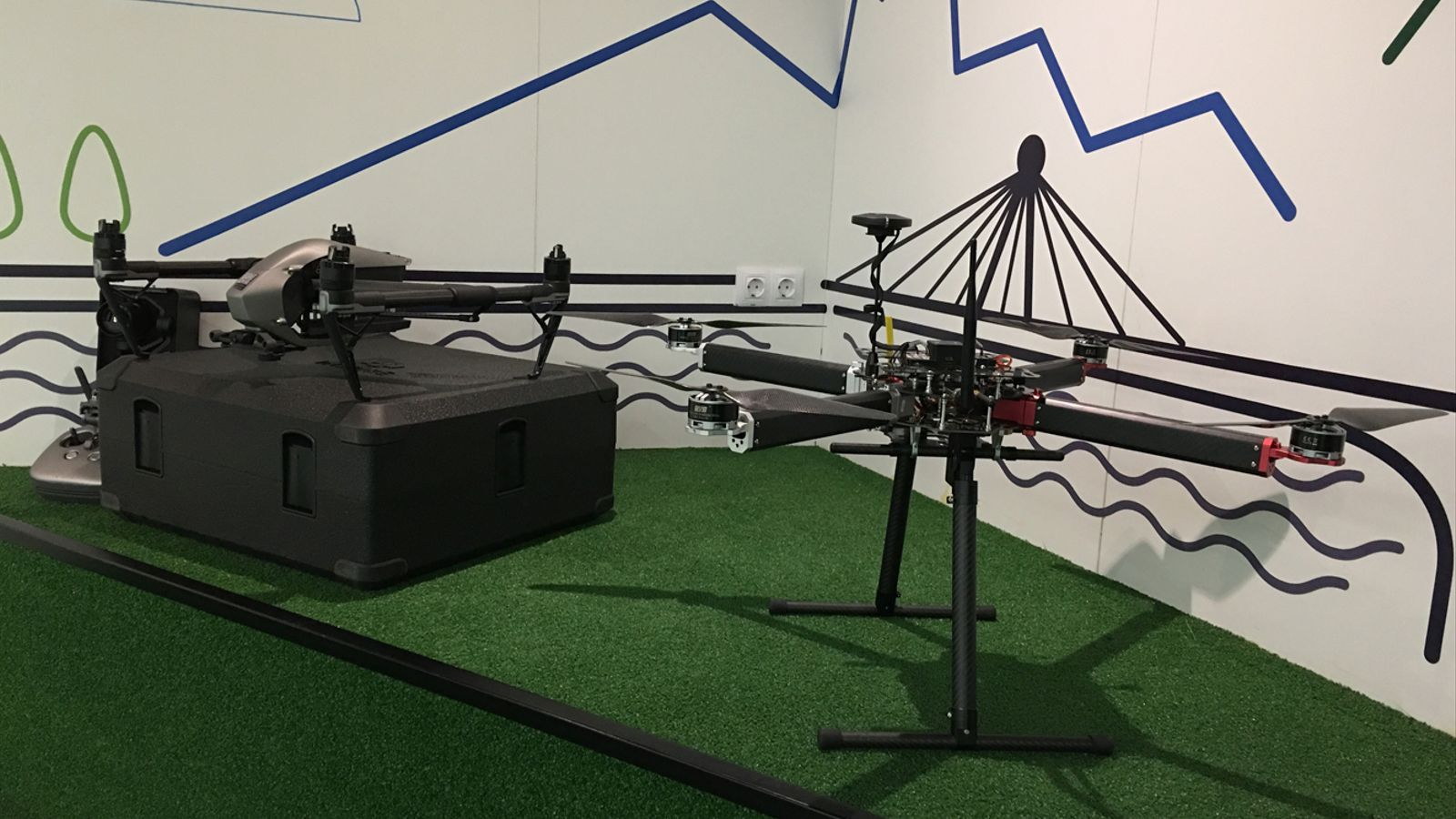 Una mostra dels drons que utilitzaran els bombers en les seves actuacions. / M. P. (ANA)