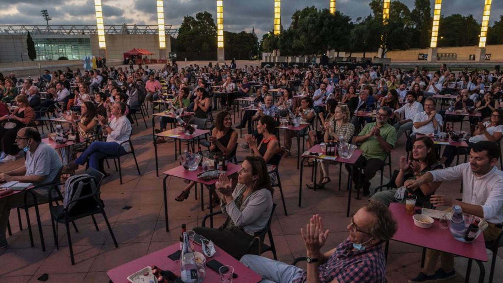 Públic a l'Anella Olímpica durant el concert de Roger Mas al Cruïlla XXS.