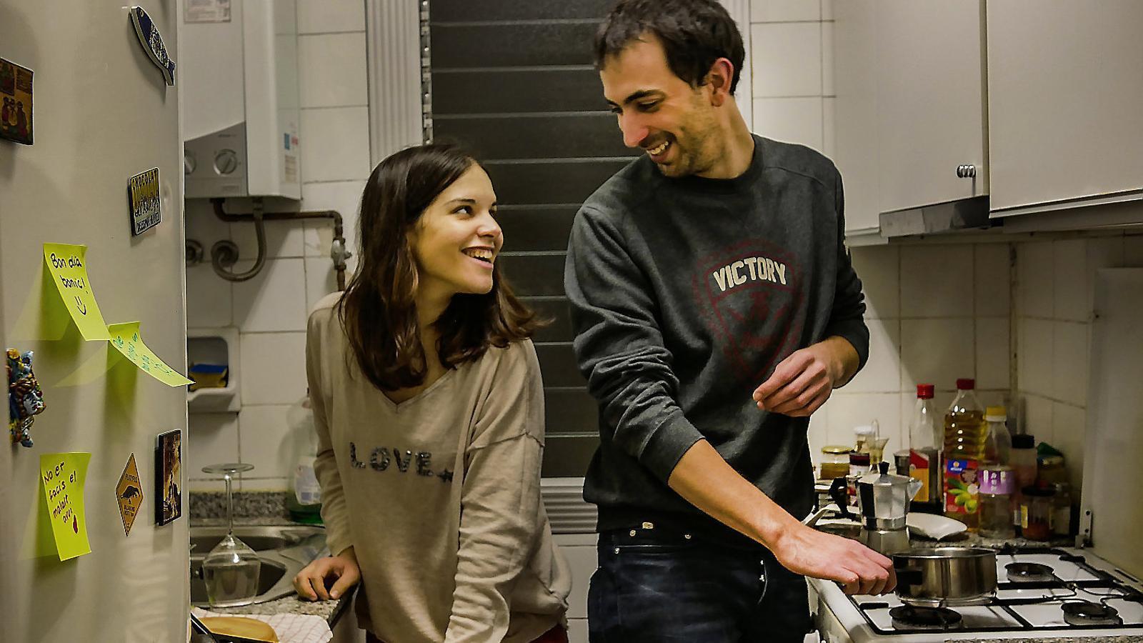 """La Carmen i el Marc fa dos anys que viuen junts. Diuen que el procés d'aprendre a viure junts ha sigut """"bonic i difícil a la vegada""""."""