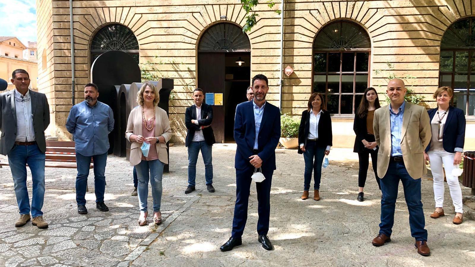 Antoni Amengual, amb els integrants de la seva candidatura