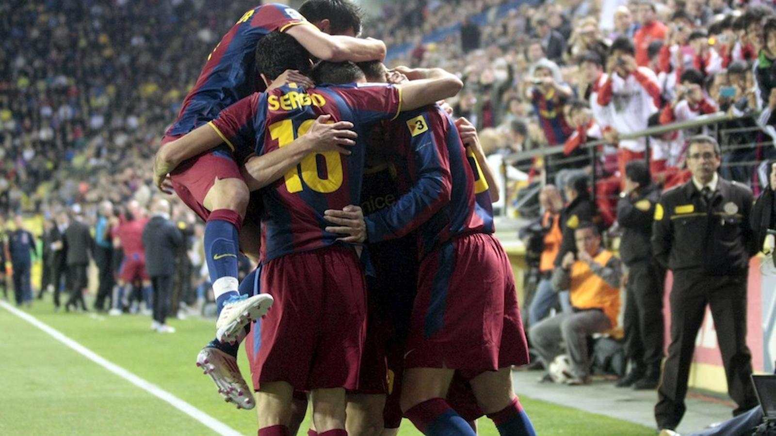 El Barça guanya alMadrigal i deixa el Madrid a vuit punts / EFE