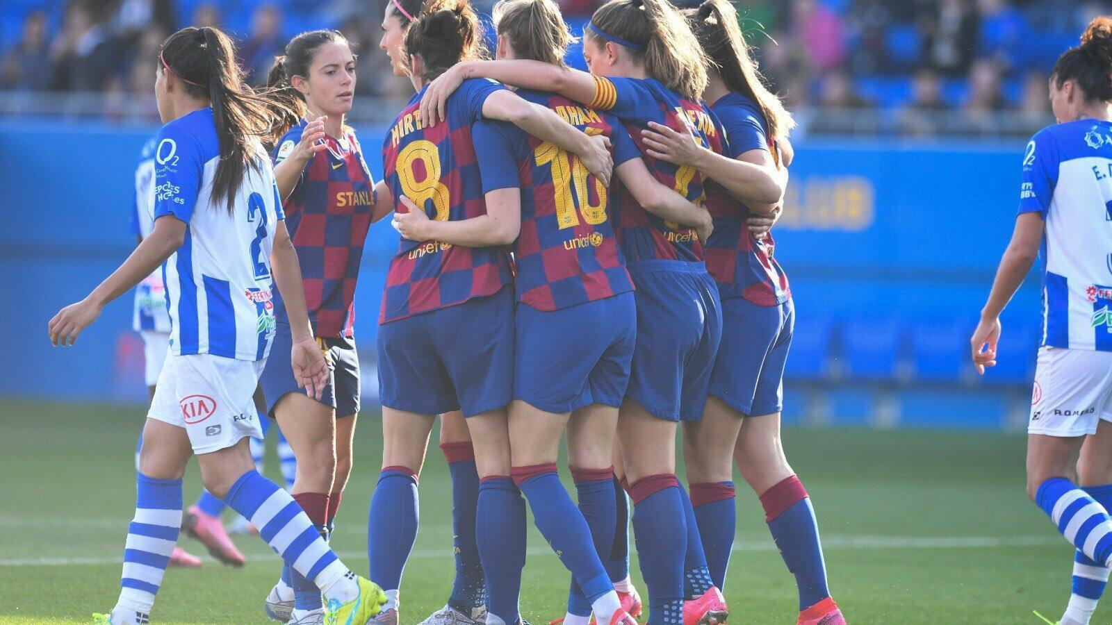 Les jugadores del Barça femení celebren un dels gols contra el Huelva