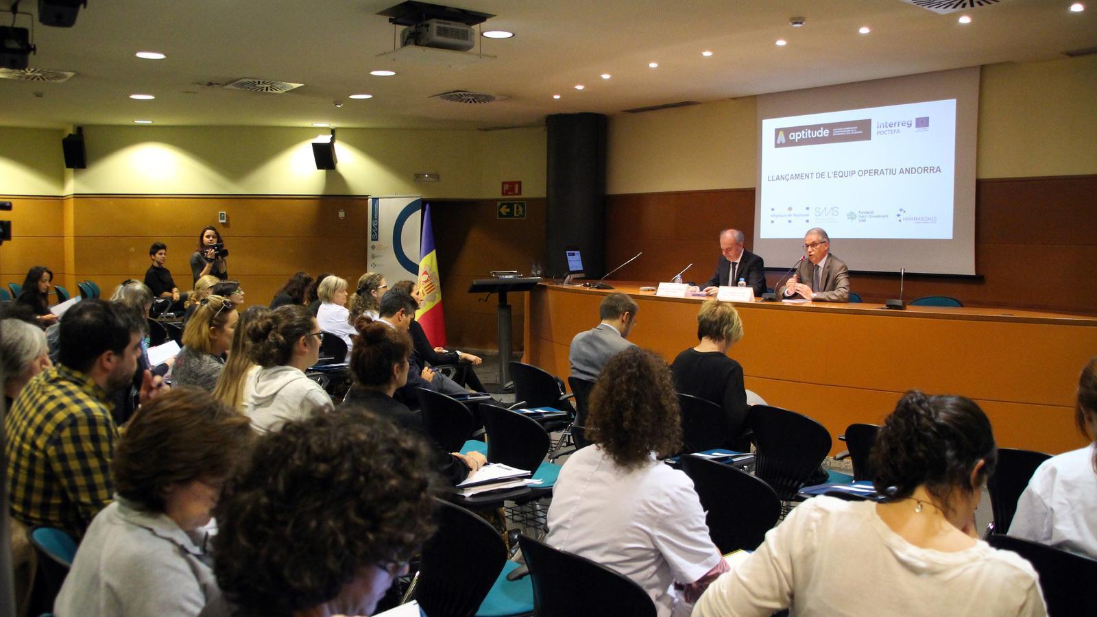 El ministre de Salut, Carles Álvarez, i el director general del SAAS, Josep Maria Piqué, presenten el llançament de l'equip operatiu andorrà del projecte APTITTUDE. / C.G. (ANA)