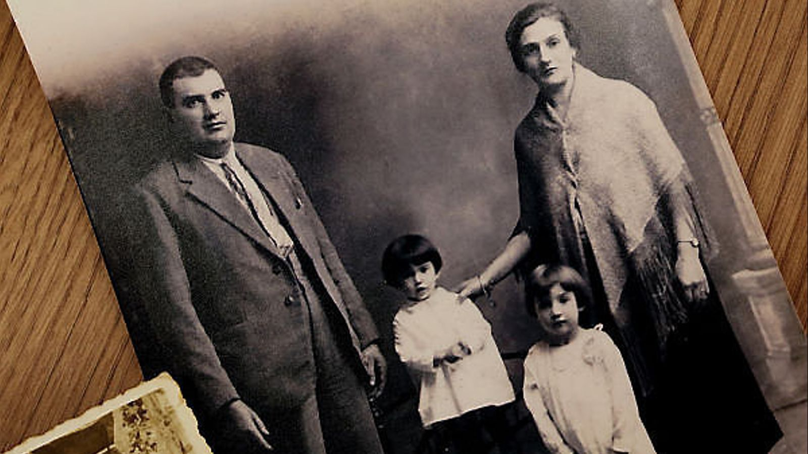 Antoni Alomar Mas i Margalida Jaume Vanrell amb les seves dues filles, Francisca i Pilar.