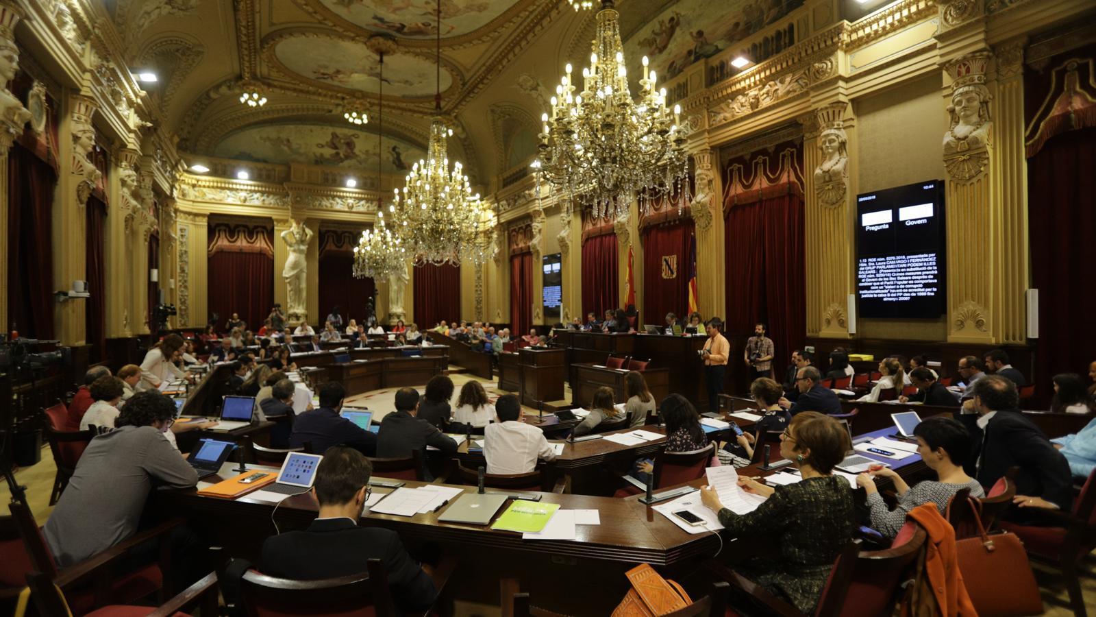 El ple del Parlament durant la sessió d'aquest dimarts.