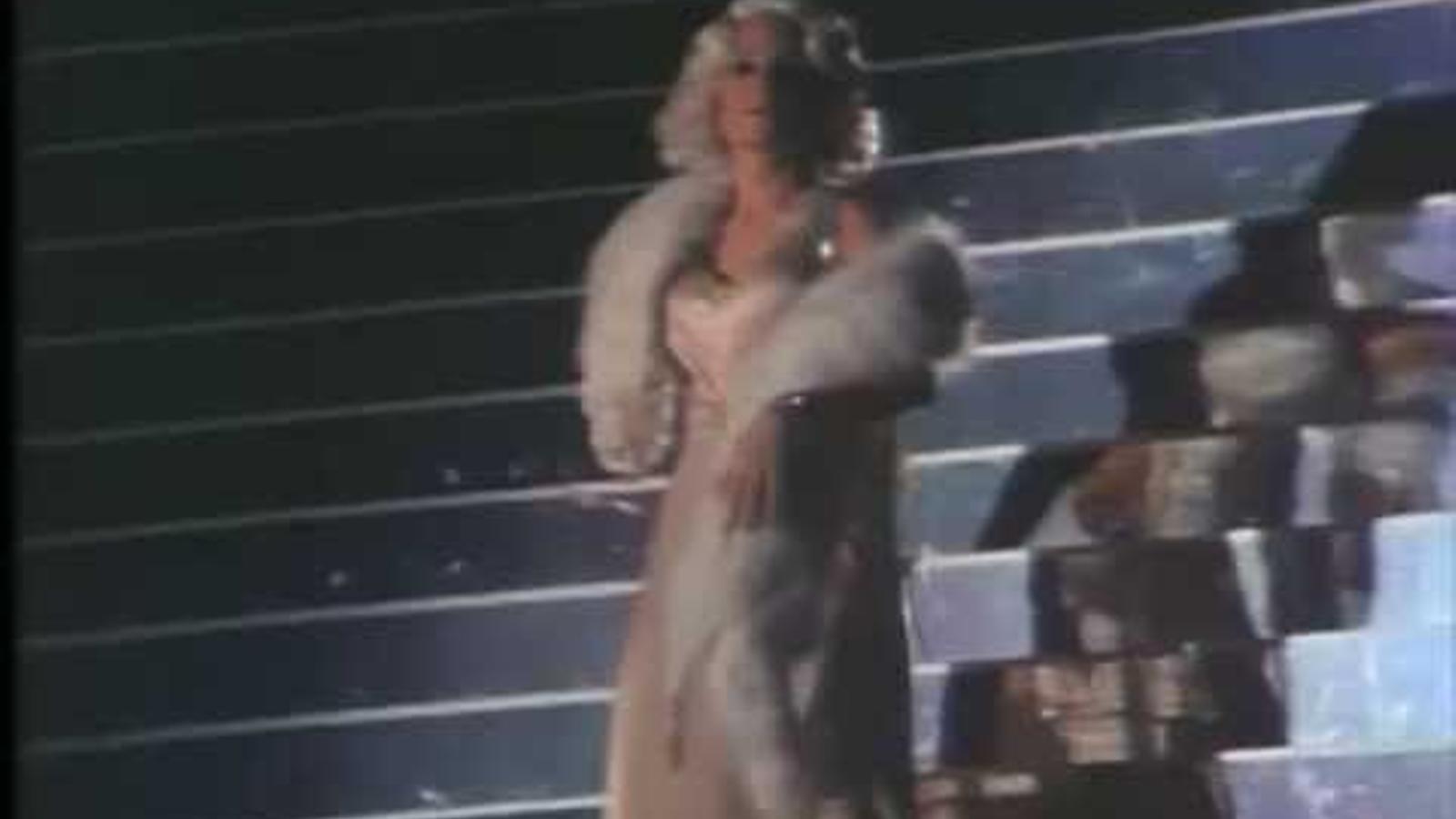 Yvonne Blake recollins l'Oscar al millor vestuari el 1972 per 'Nicolás y Alejandra'