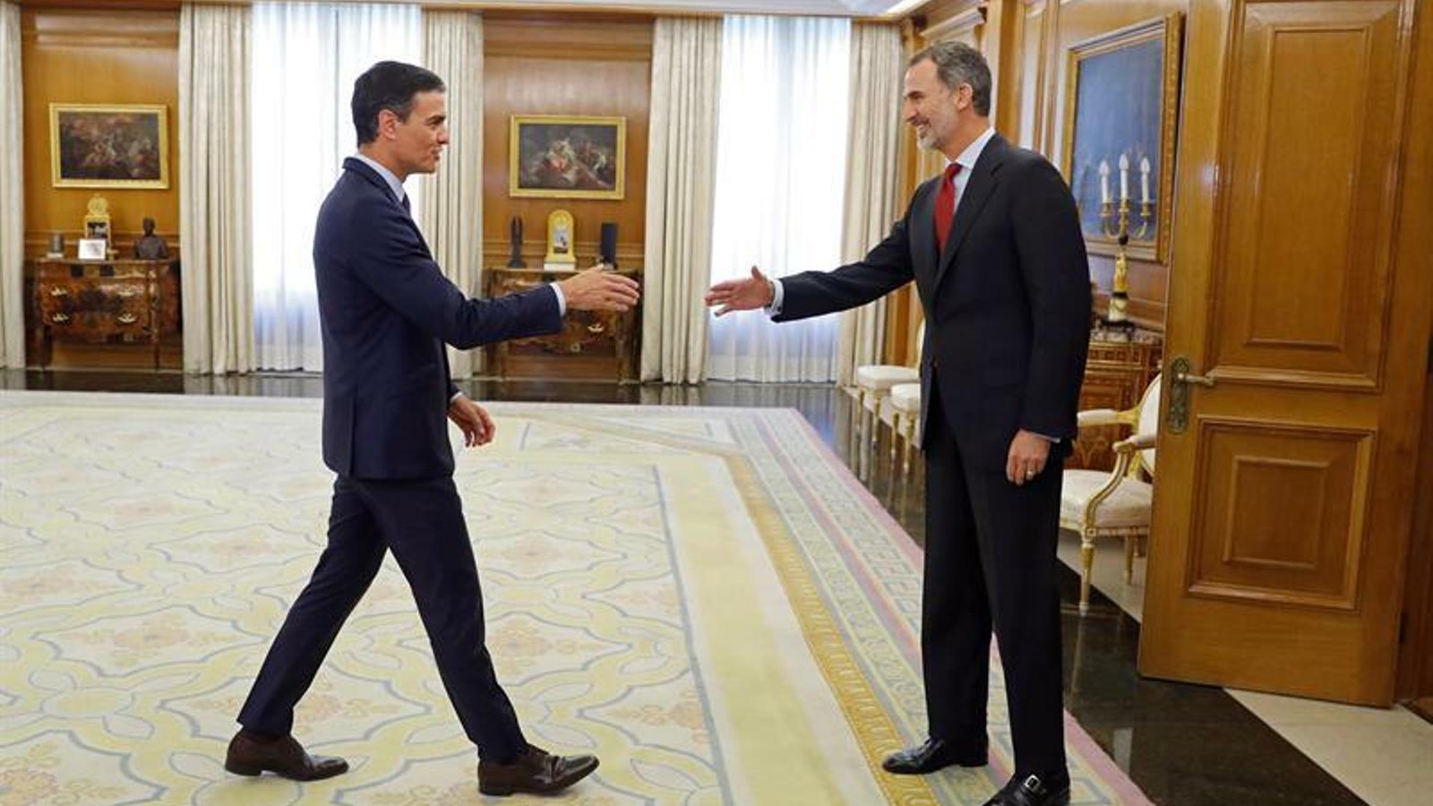 El rei Felip VI i el candidat a la presidència del govern espanyol, Pedro Sánchez, al Palau de la Zarzuela