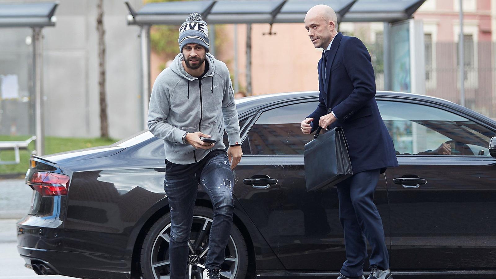 Gerard Piqué, defensa central del Barça, negocia la compra del FC Andorra, un club afiliat a la Federació Catalama.