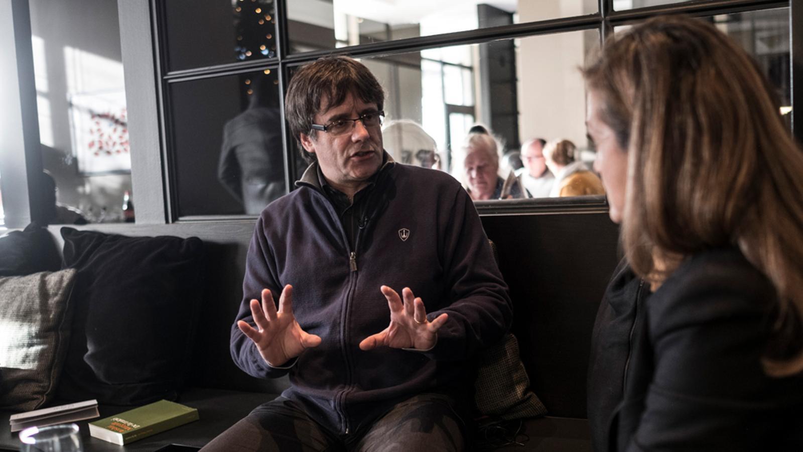 Entrevista d'Esther Vera a Carles Puigdemont