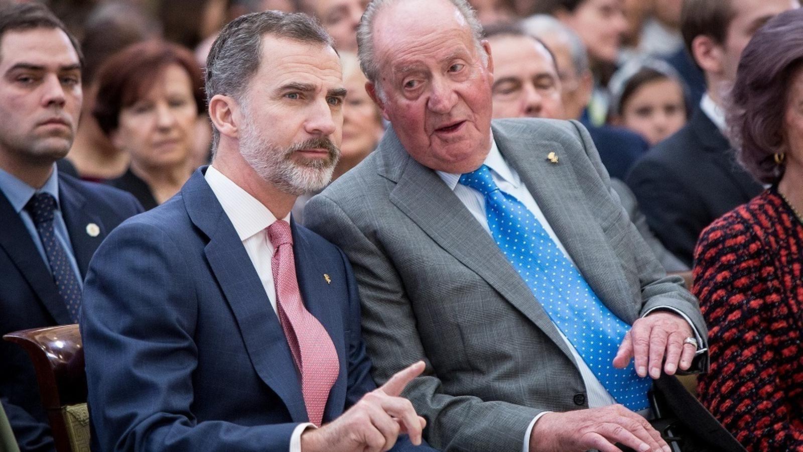 Felip VI i Joan Carles I en una imatge d'arxiu