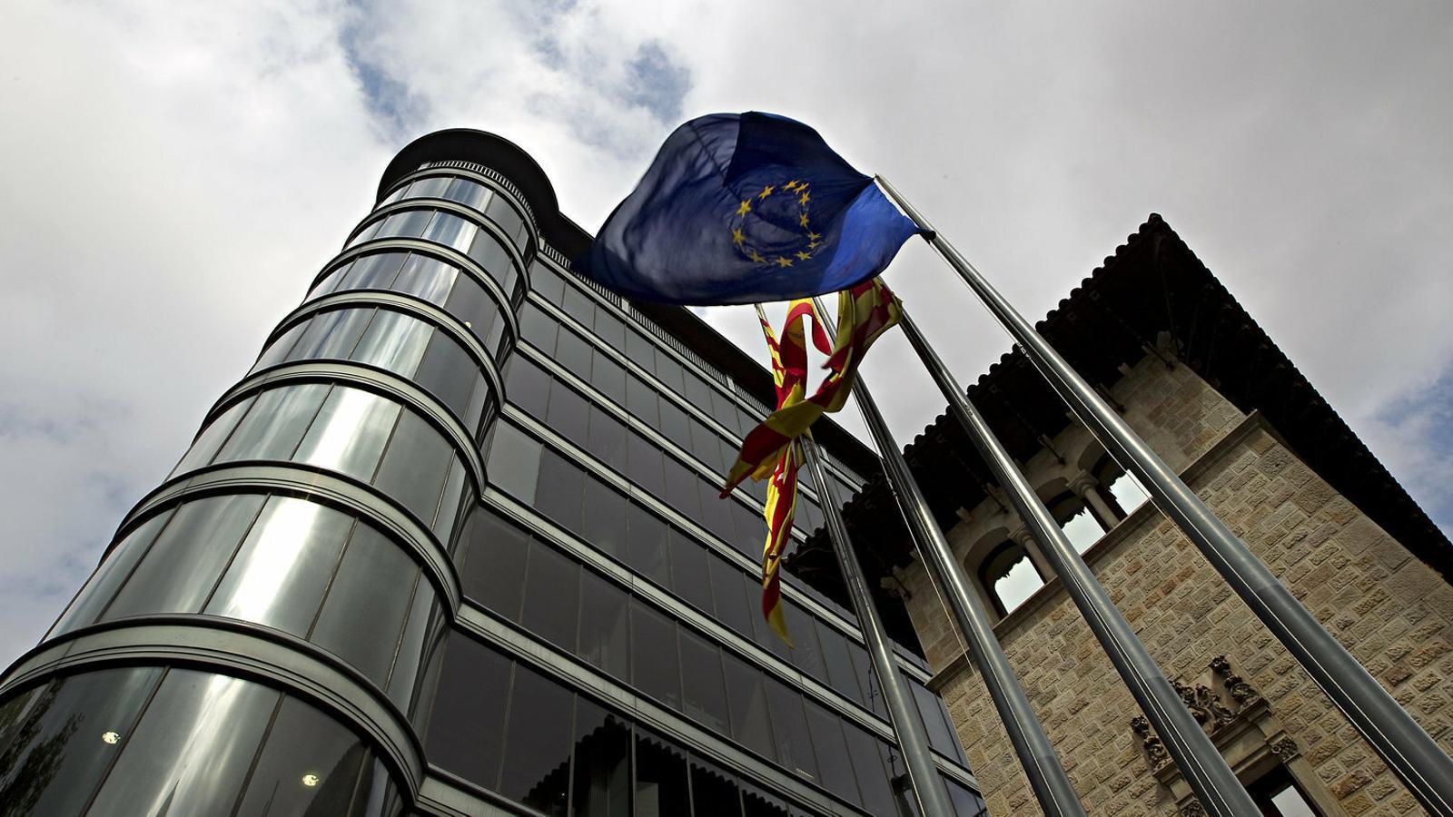 La façana de l'edifici de la Diputació de Barcelona, a la Rambla de Catalunya.