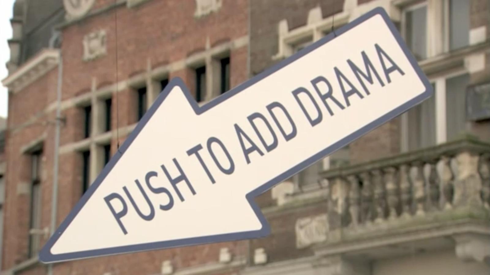 Pitjaries un botó que anuncia acció al mig del carrer? TNT es promociona amb una escena de càmera oculta