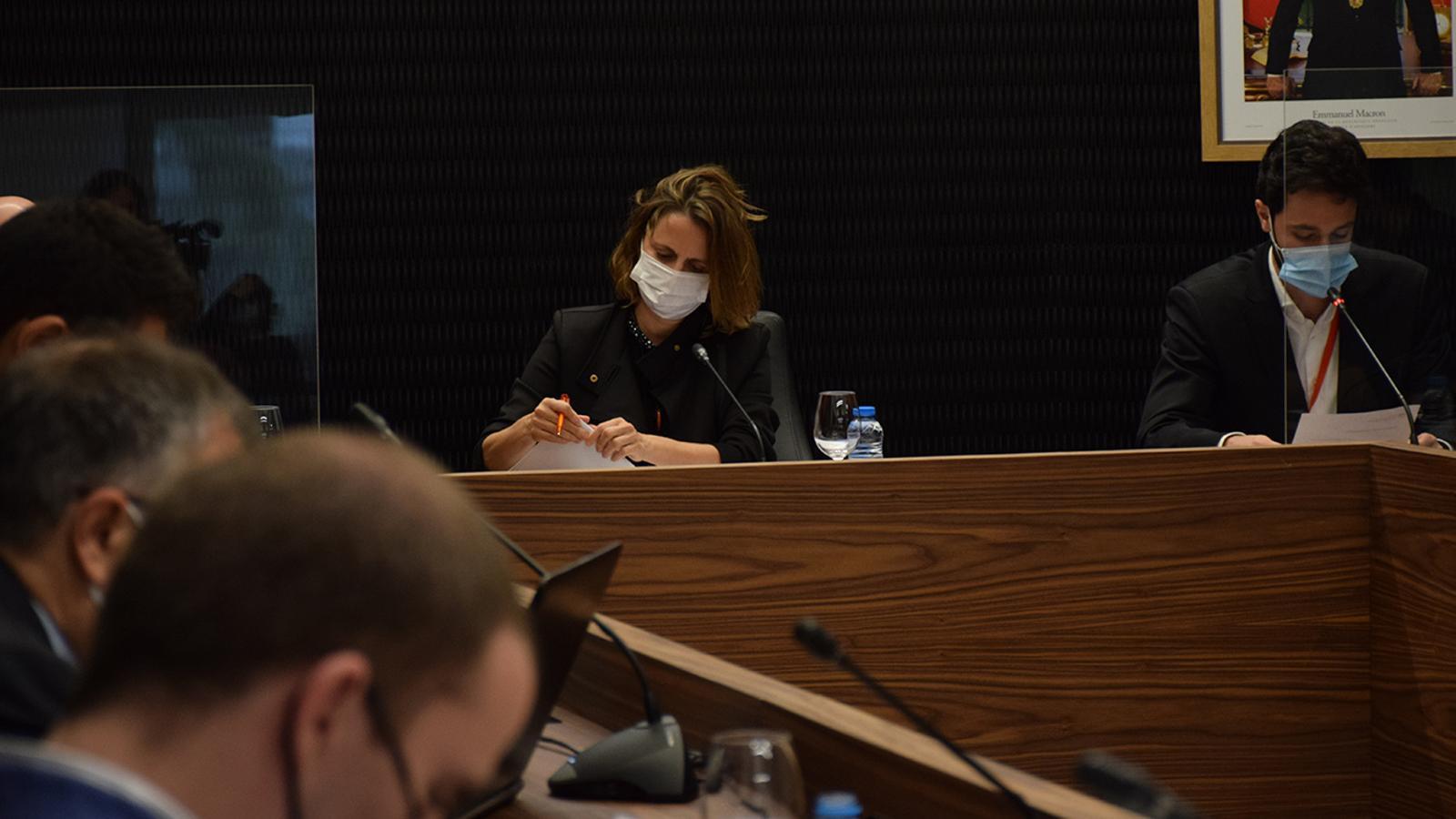 La cònsol major d'Escaldes-Engordany, Rosa Gili, durant la sessió de consell de comú / MF