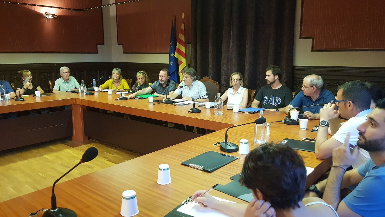 Imatge del ple de Ripoll durant l'aprovació de la moció per reclamar al govern espanyol que aclareixi la relació del CNI amb l'imam Abdelbaki Es-Satty
