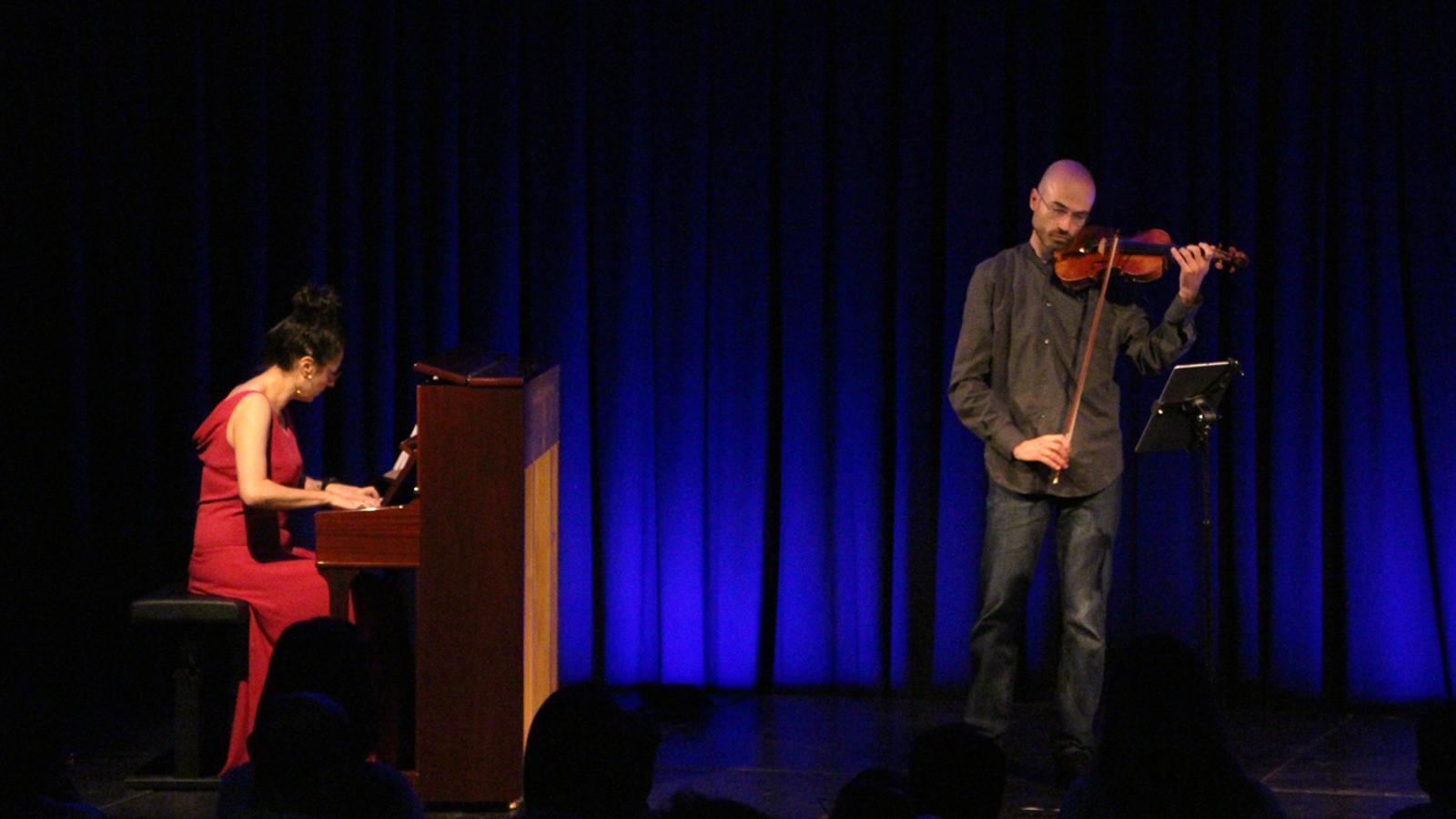 Actuació de Duo de cine en el marc del festival Ull Nu. / T. N. (ANA)
