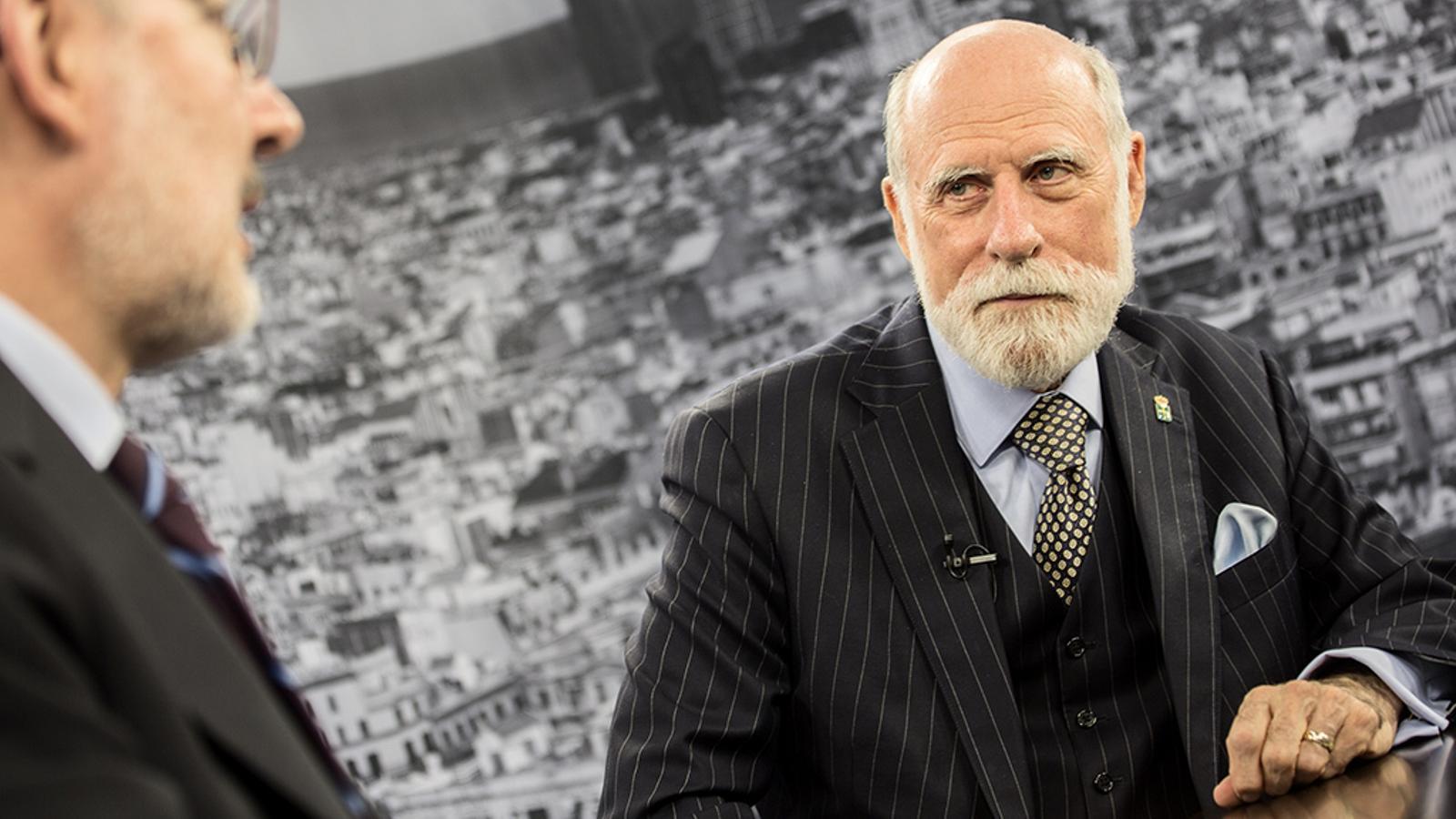 """Vinton Cerf: """"D'aquí 50 anys, els  ordinadors seran capaços de veure el que veiem, escoltar el que escoltem i formaran part de la nostra conversa"""""""