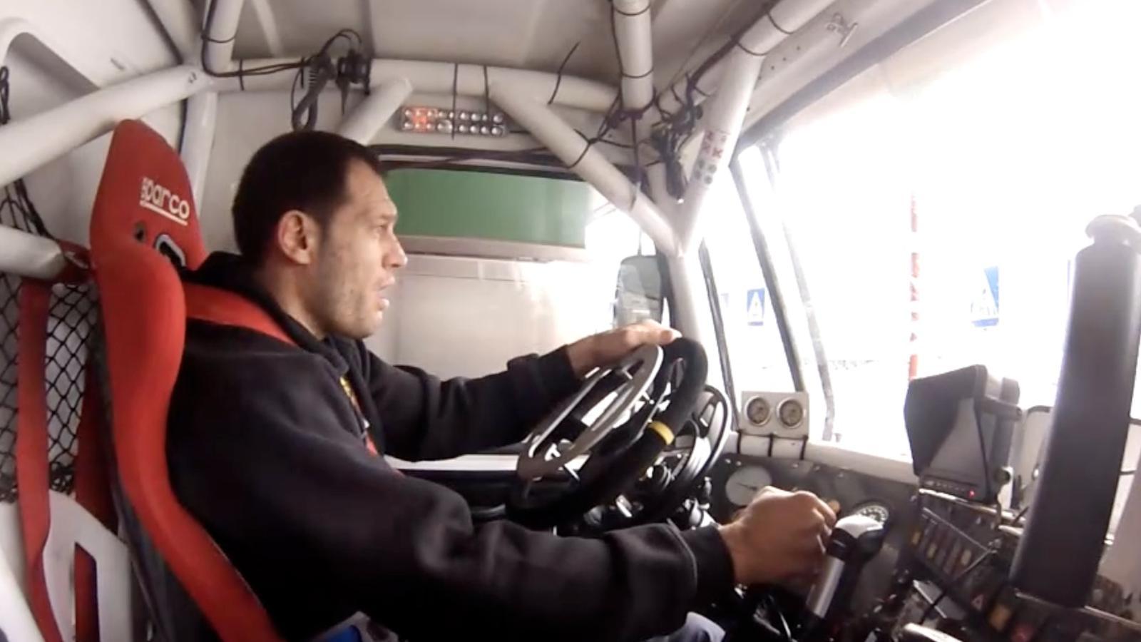 Una politja i una corda per asseure's al volant: competir amb camions, el nou repte d'Albert Llovera per al Dakar 2016