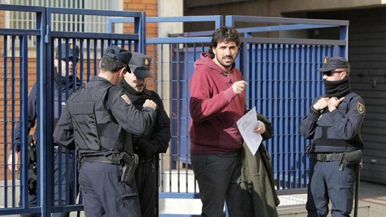 La policia espanyola deté setze persones a les portes de més protestes pel judici