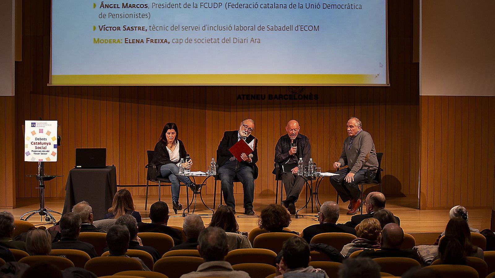 Els participants ahir al debat 'Catalunya Social' sobre el sistema de pensions a Espanya organitzat pel Tercer Sector i l'ARA. / FRANCESC MELCION