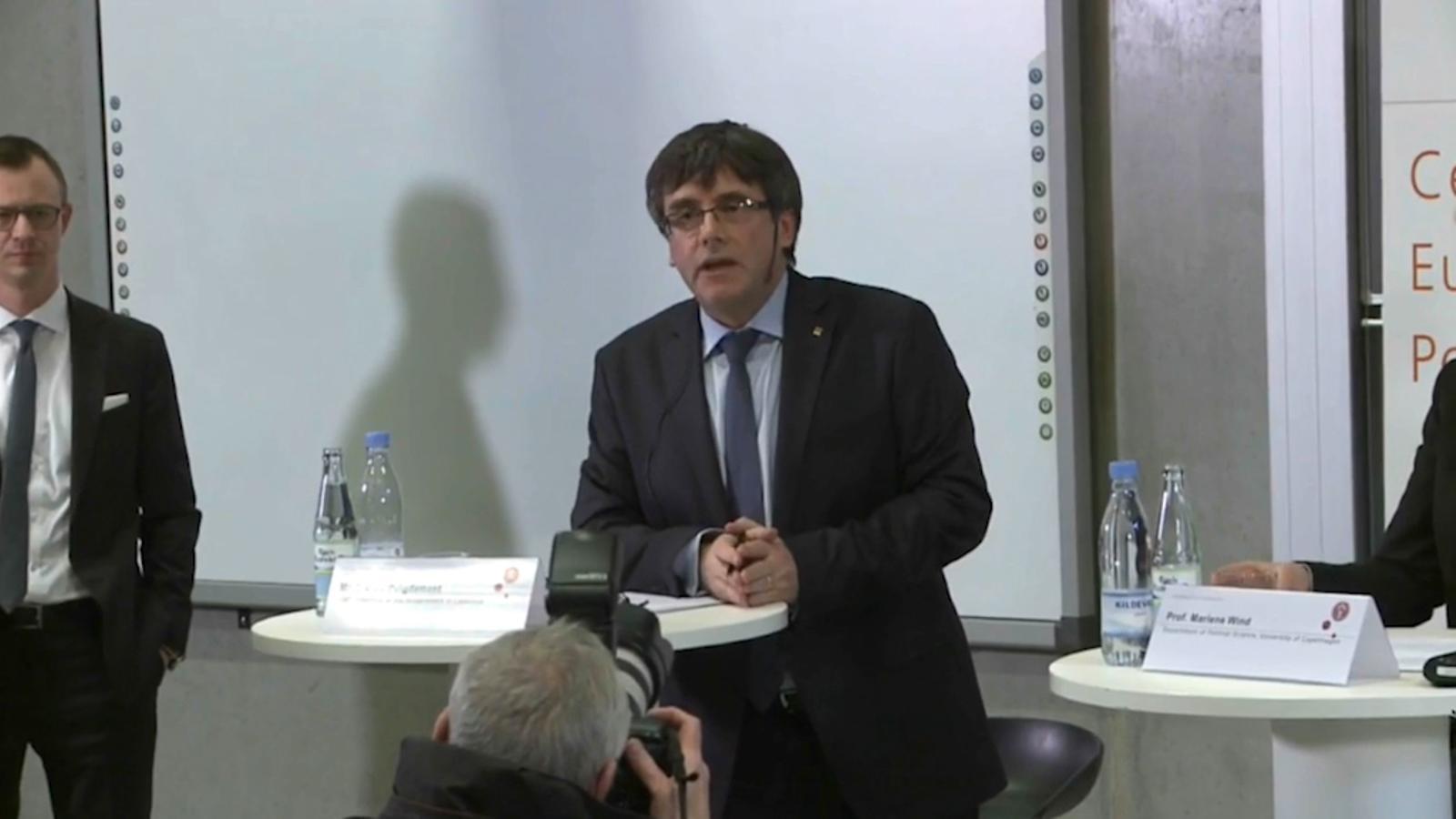"""""""No ens rendirem a l'autoritarisme"""", Puigdemont a Copenhaguen"""