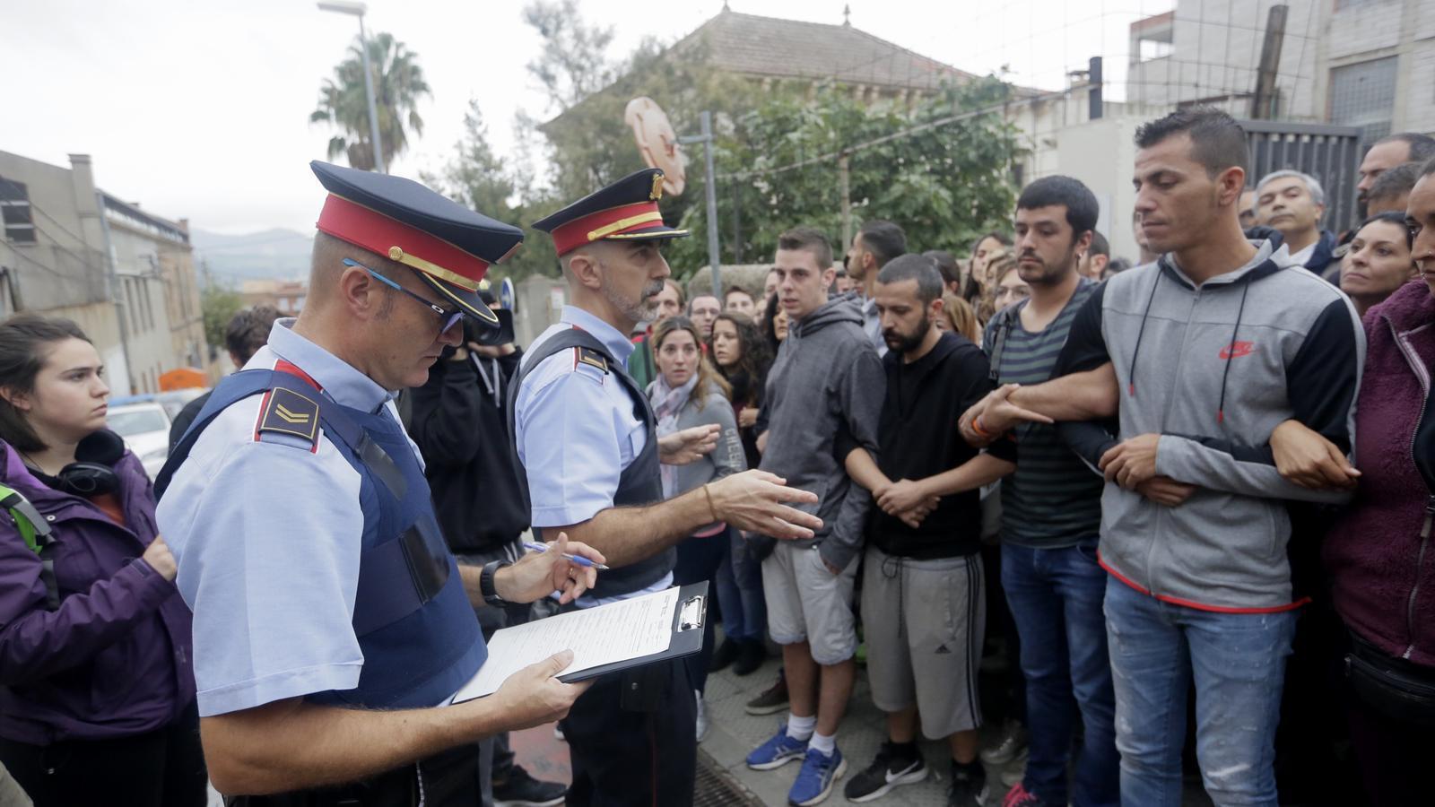 """16 jutjats catalans investiguen els Mossos per """"inactivitat"""" l'1-O"""