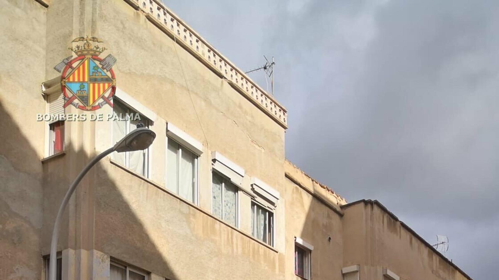 Desallotgen dos edificis de Pere Garau per risc d'esfondrament