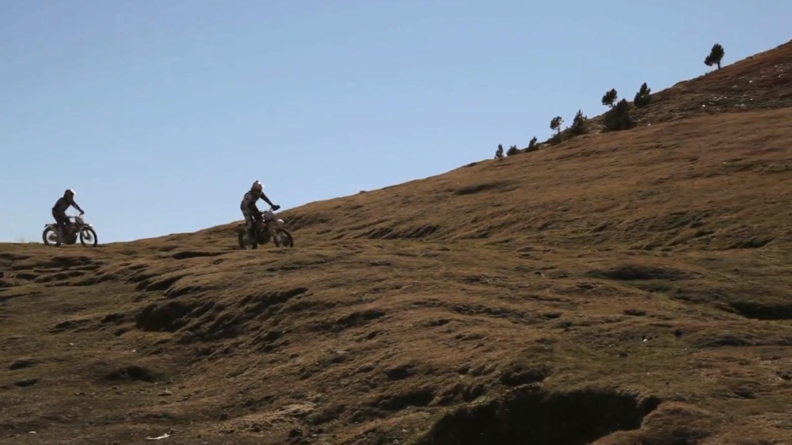 Cyril Despres, circulant en moto pels camins d'Andorra sense permís del comú d'Ordino