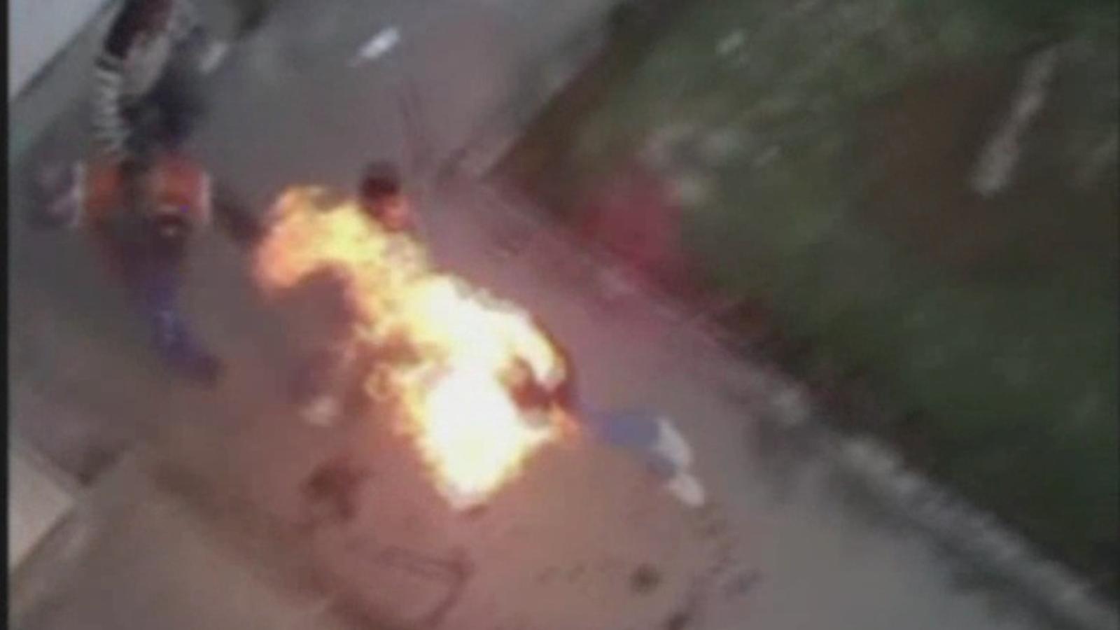 Quatre joves que feien una tancada al ministeri d'Educació al Marroc es calen foc