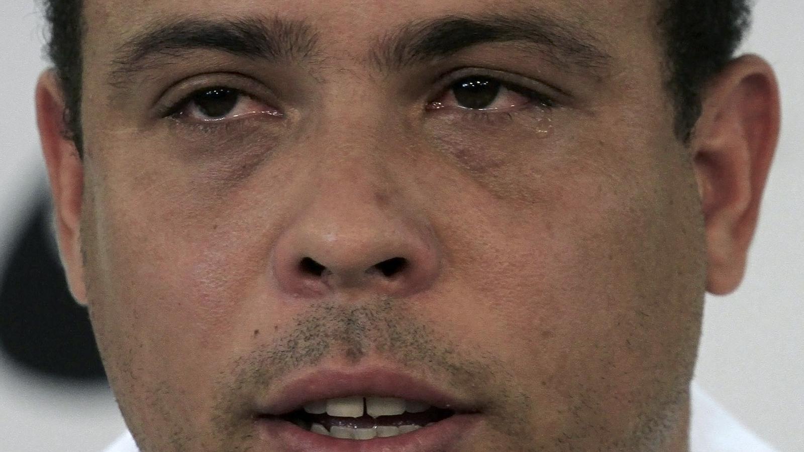 Ronaldo, amb els ulls plorosos, en comunicar ahir que abandona la pràctica del futbol professional. / NACHE DOCE / REUTERS