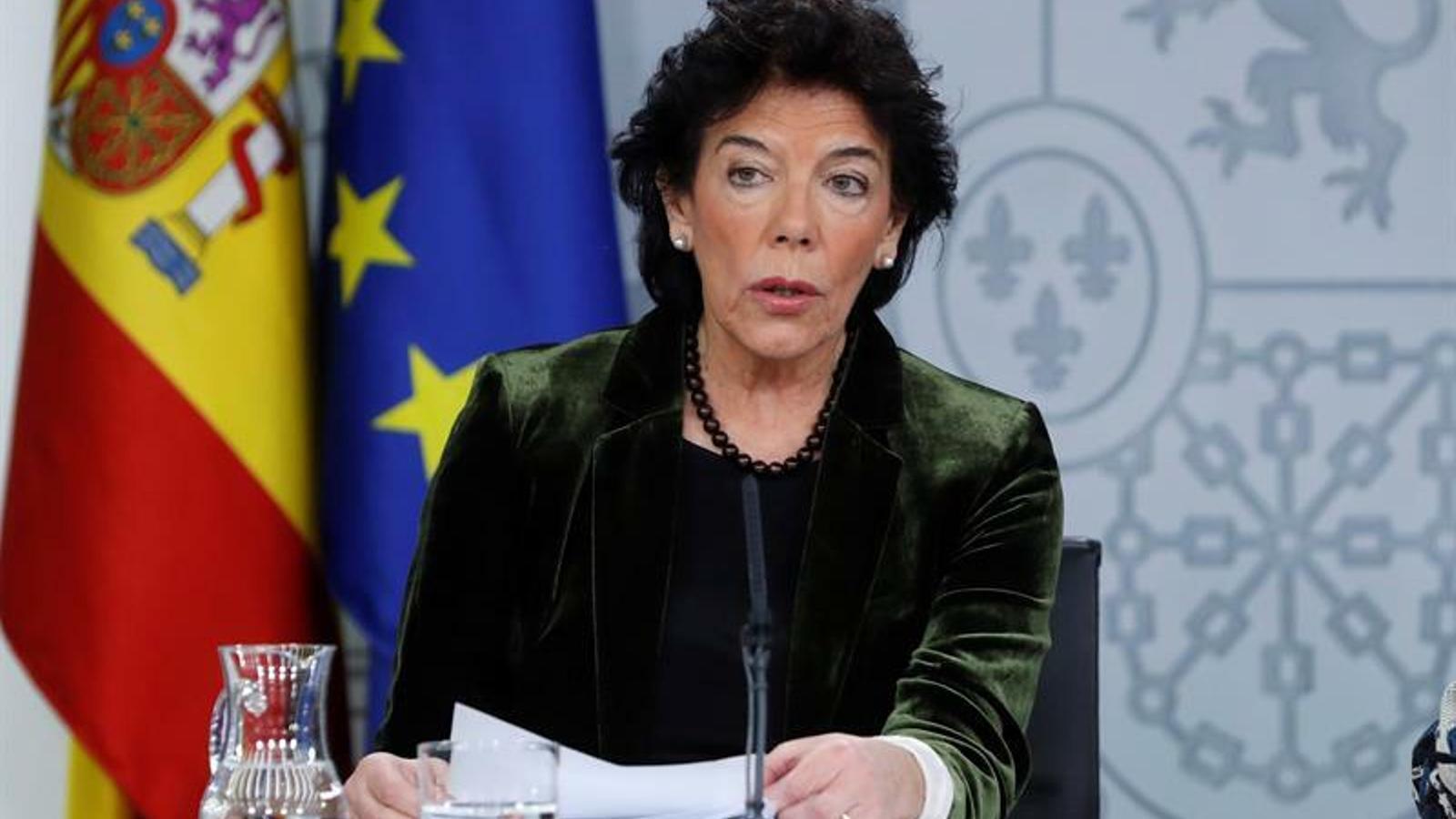La portaveu del govern espanyol en funcions, Isabel Celaá, en roda de premsa a la Moncloa