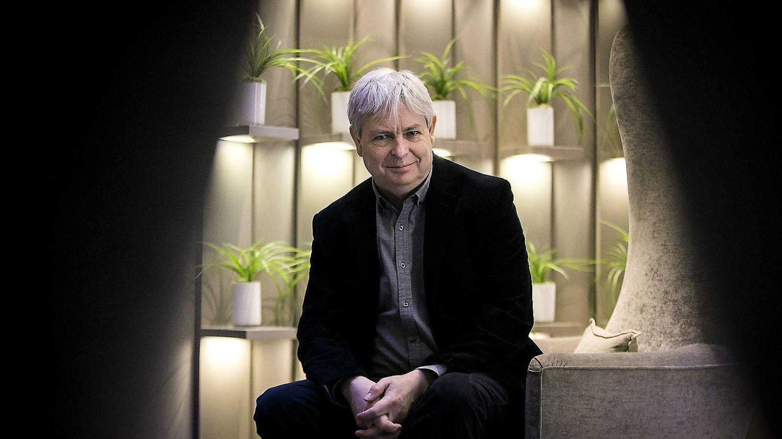 Jonathan Coe (Birmingham, 1961) a l'hotel Condes de Barcelona.
