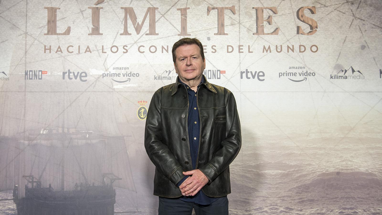 Simon West dirigirà la sèrie de TVE i Amazon sobre la primera volta al món