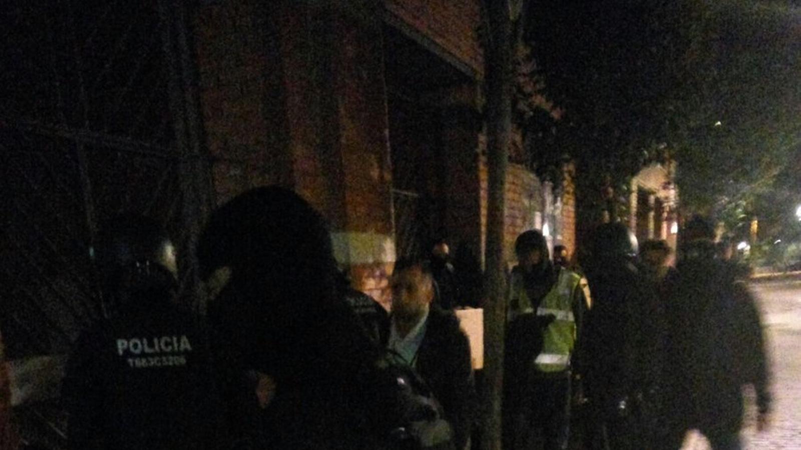 Els Mossos desmantellen tres pisos del Raval on es venia droga