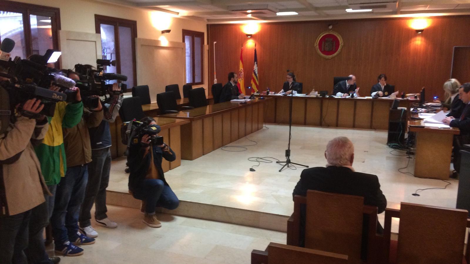 L'Audiència jutja l'excapellà de Selva per presumptes abusos sexuals a una menor