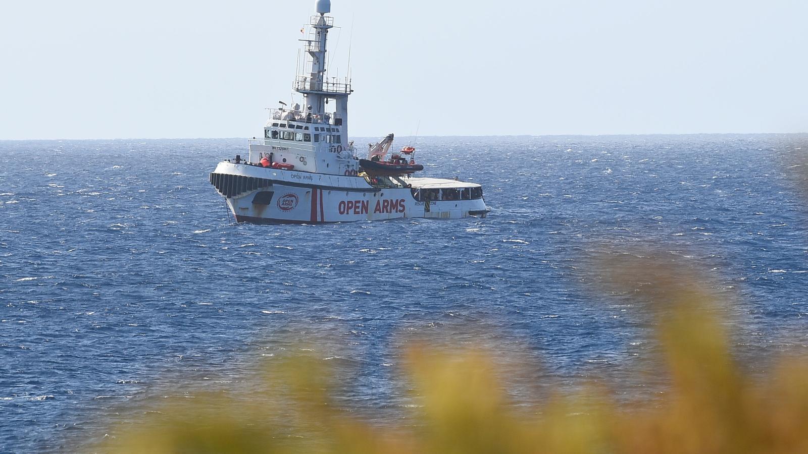 El vaixell Open Arms, a tocar de Lampedusa. Des d'aquest dimecres té permís per entrar en aigües italianes