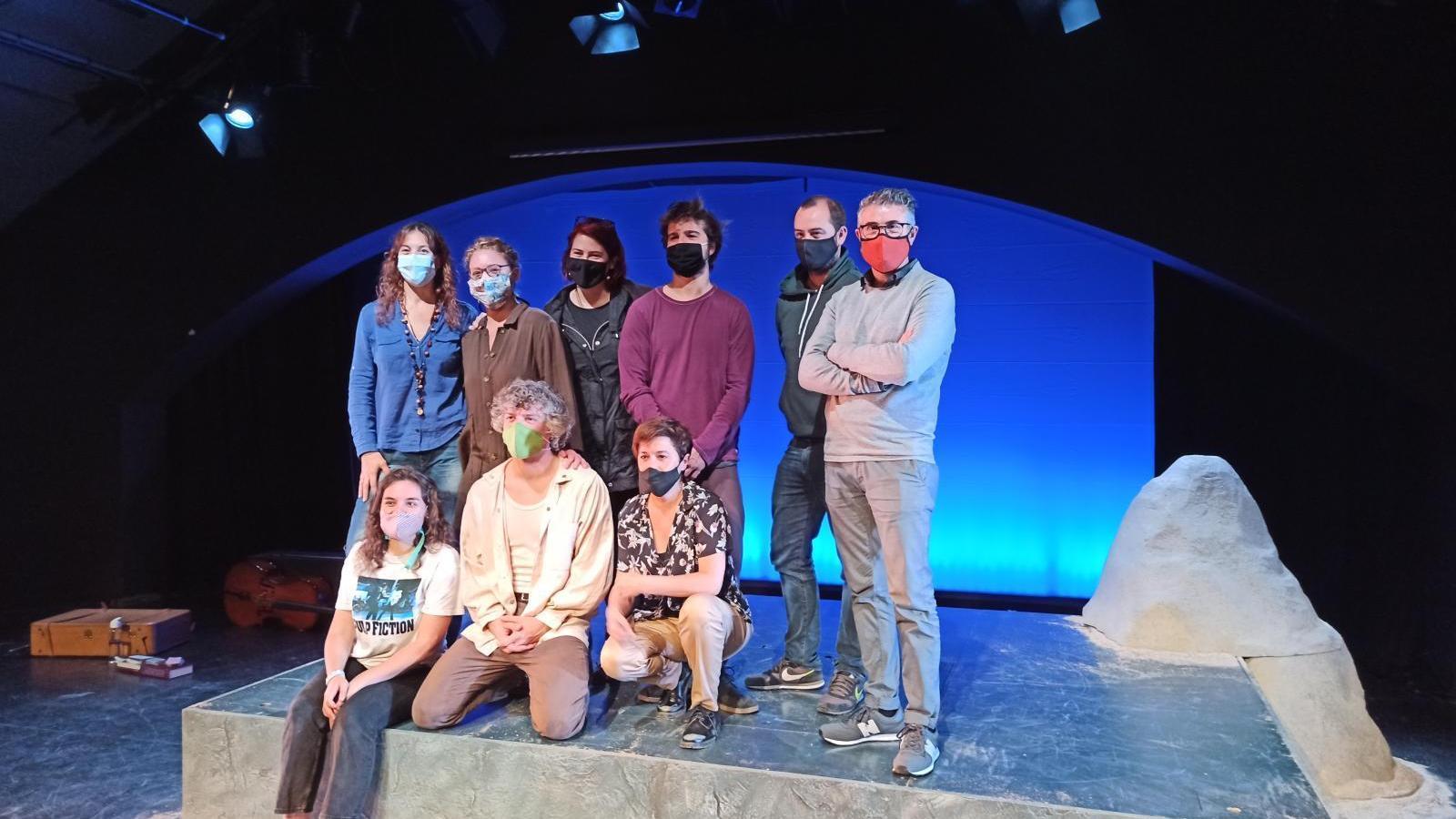 L'equip d''Antígones 2077', durant la presentació al Principal