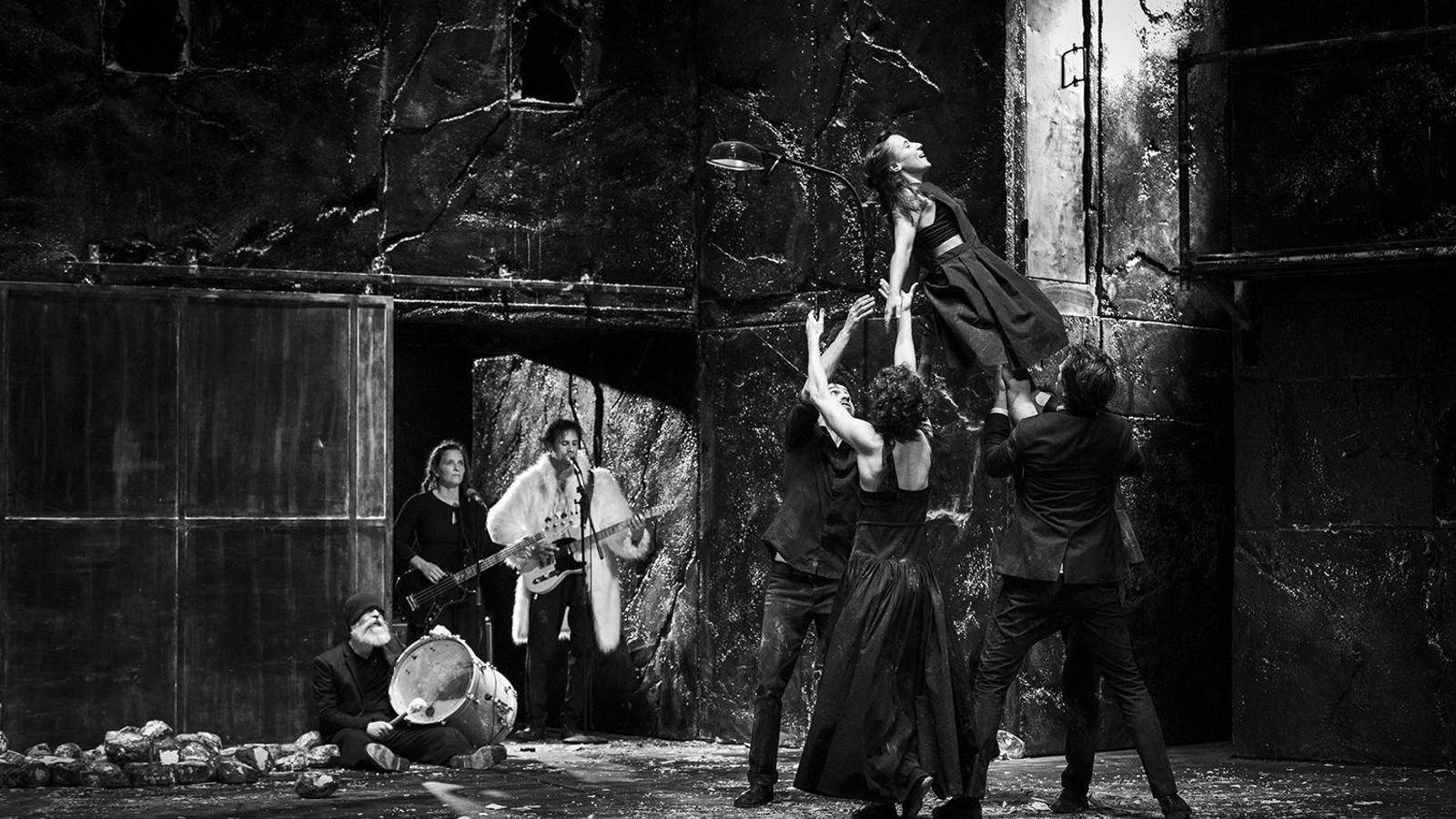 Baró d'Evel salten al buit al Teatre Lliure
