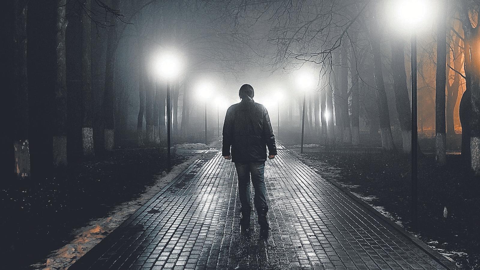 Caminant en la foscor