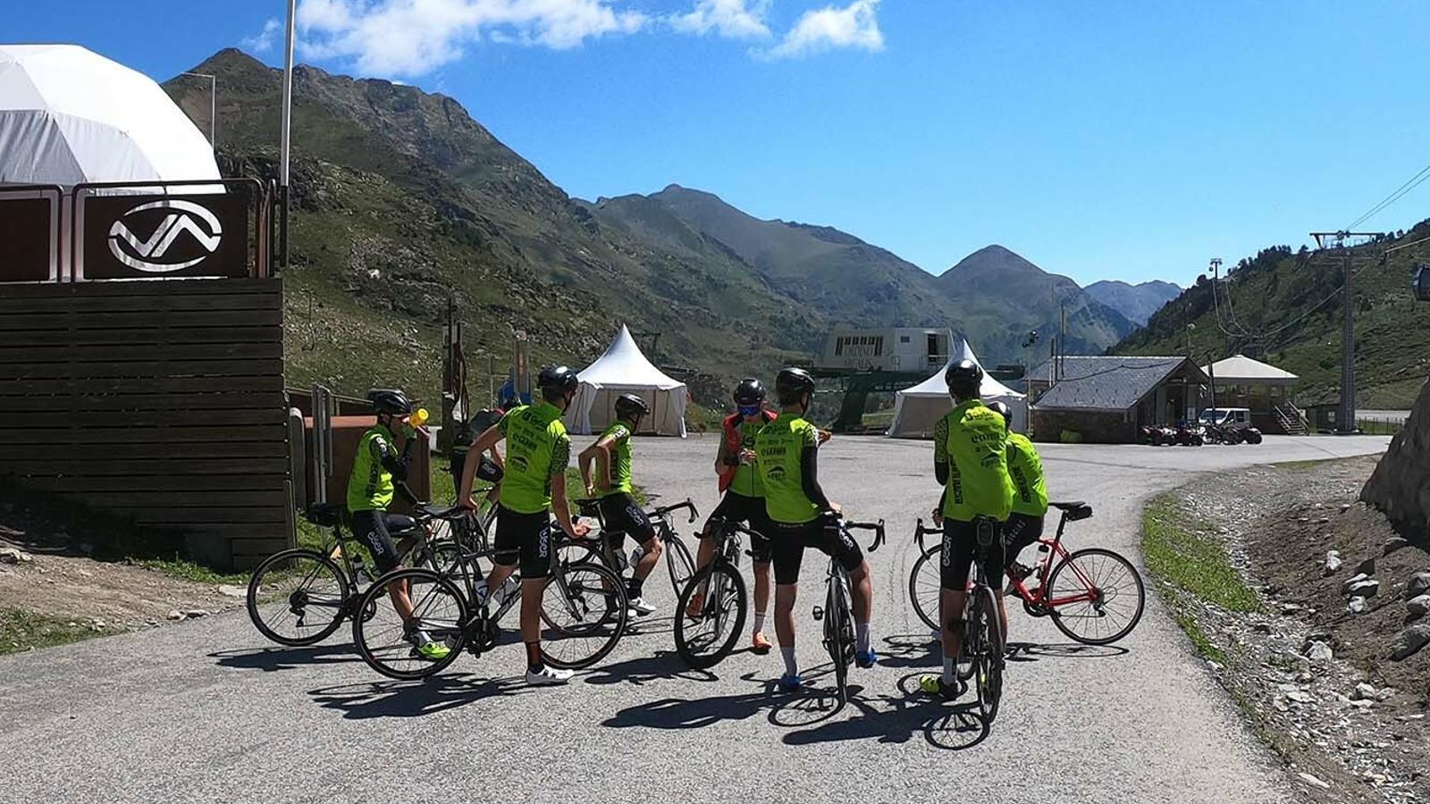 Un grup de ciclistes a la zona de la Coma d'Arcalís. / ORDINO ARCALÍS