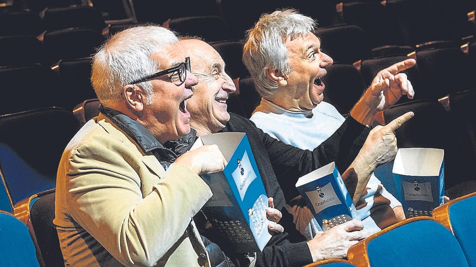 Joan Gràcia, Paco Mir i Carles Sans, el Tricicle, a la platea del Teatre Coliseum de Barcelona.