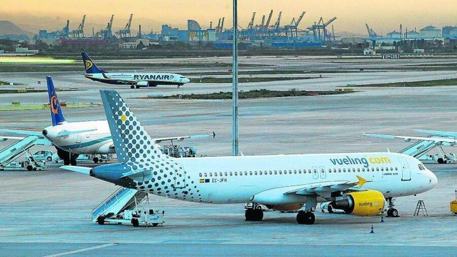 La societat menorquina ha mostrat la seva indignació amb els preus dels vols entre Barcelona i l'illa.