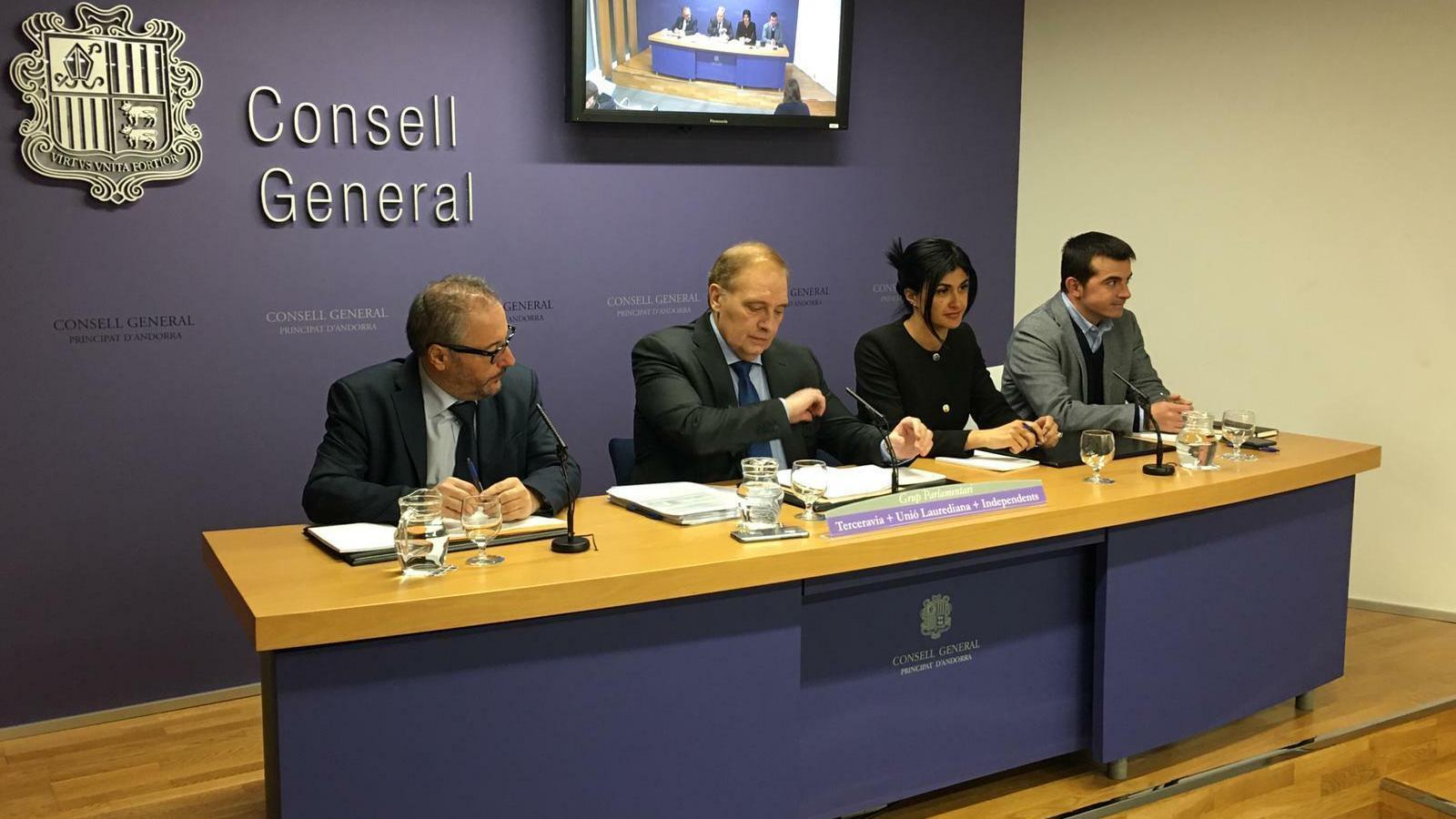 Els consellera generals de Terceravia+UL+I durant la presentació de les esmenes al pressupost. / M. P.