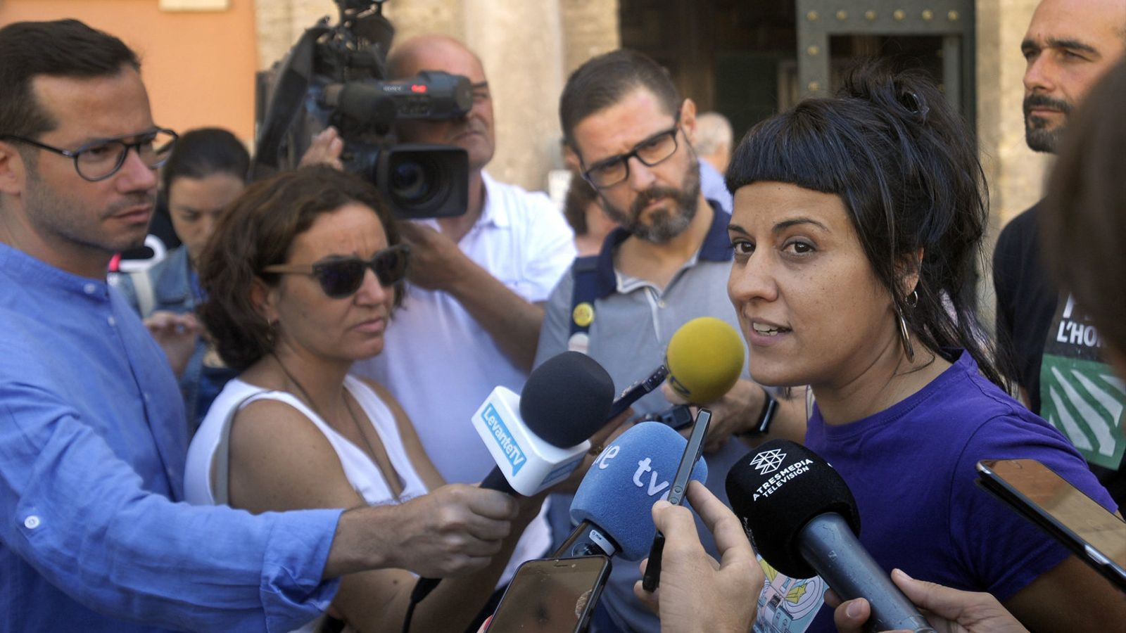 L'exdiputada de la CUP  Anna Gabriel durant una compareixença a la ciutat  de València.