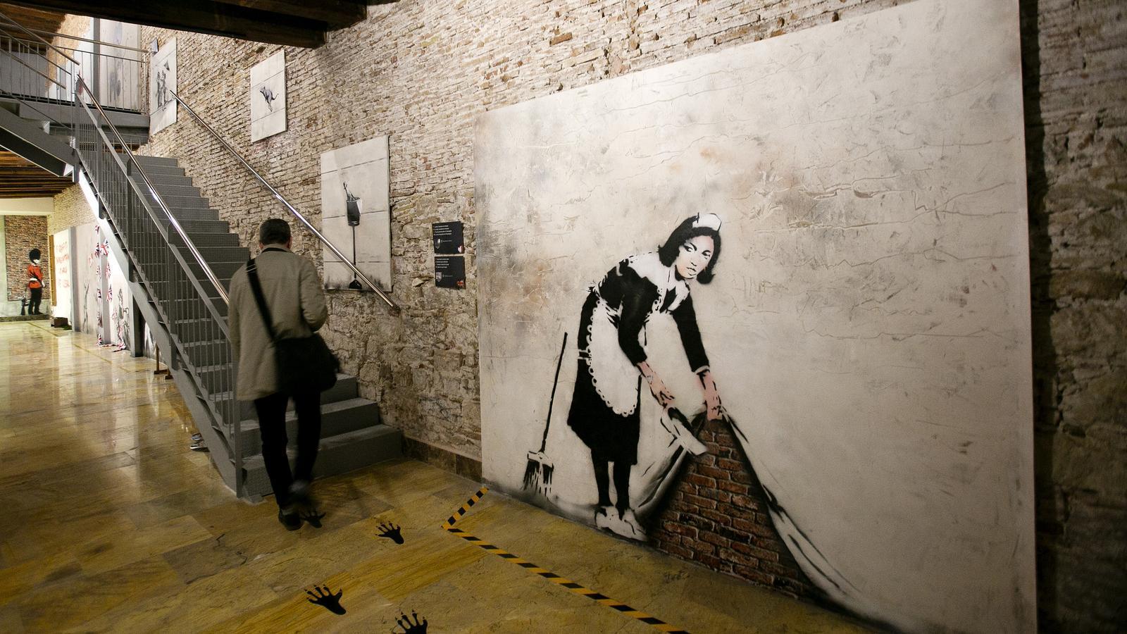 Les obres de Banksy ocupen les parets de l'Espacio Trafalgar