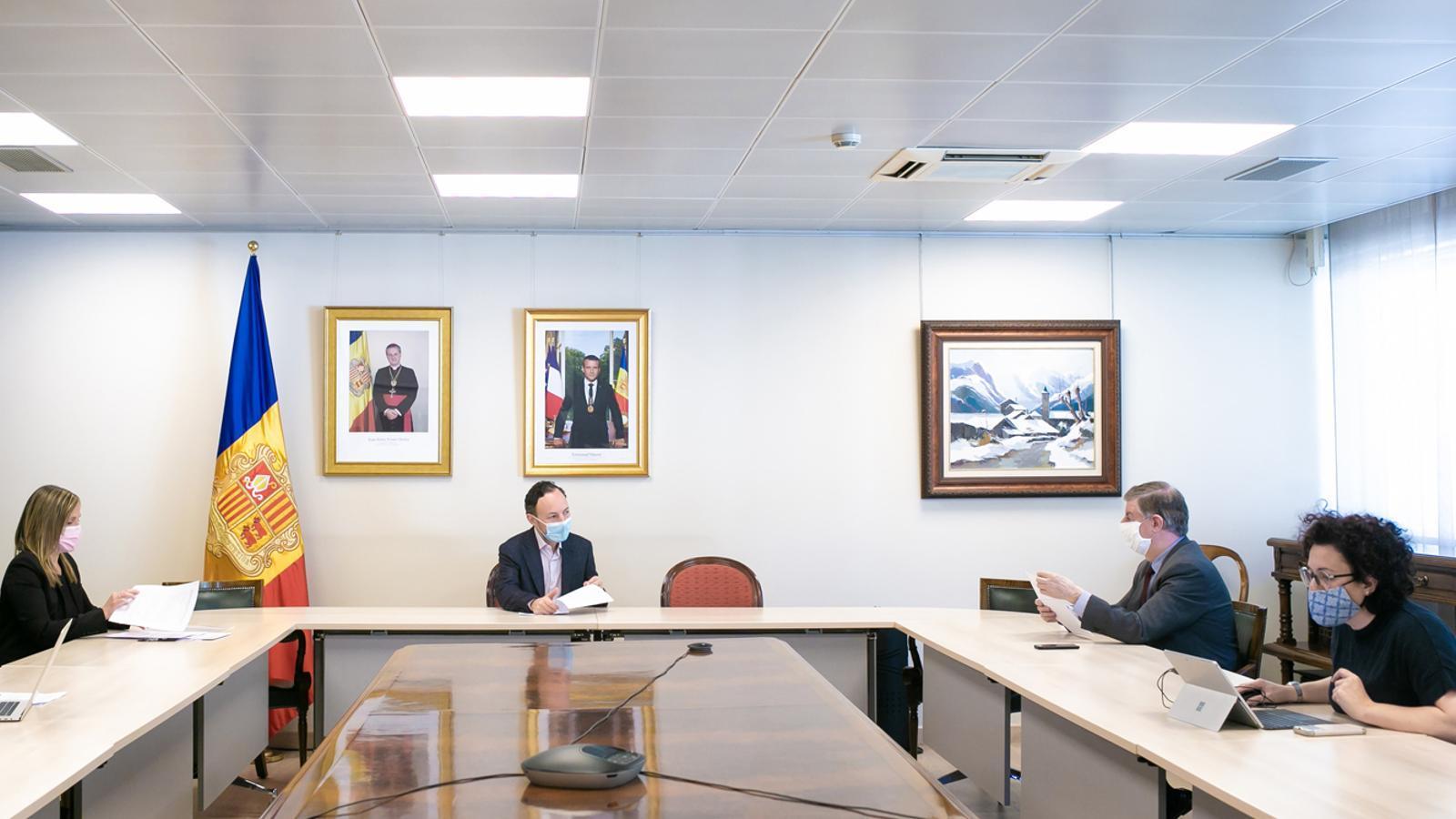 Un moment de la reunió del cap de Govern, Xavier Espot, i la ministra de Funció Pública, Judit Pallarés, amb el president del Consell Superior de la Justícia, Enric Casadevall, i la vicepresidenta de l'ens Maika Torres. / SFG
