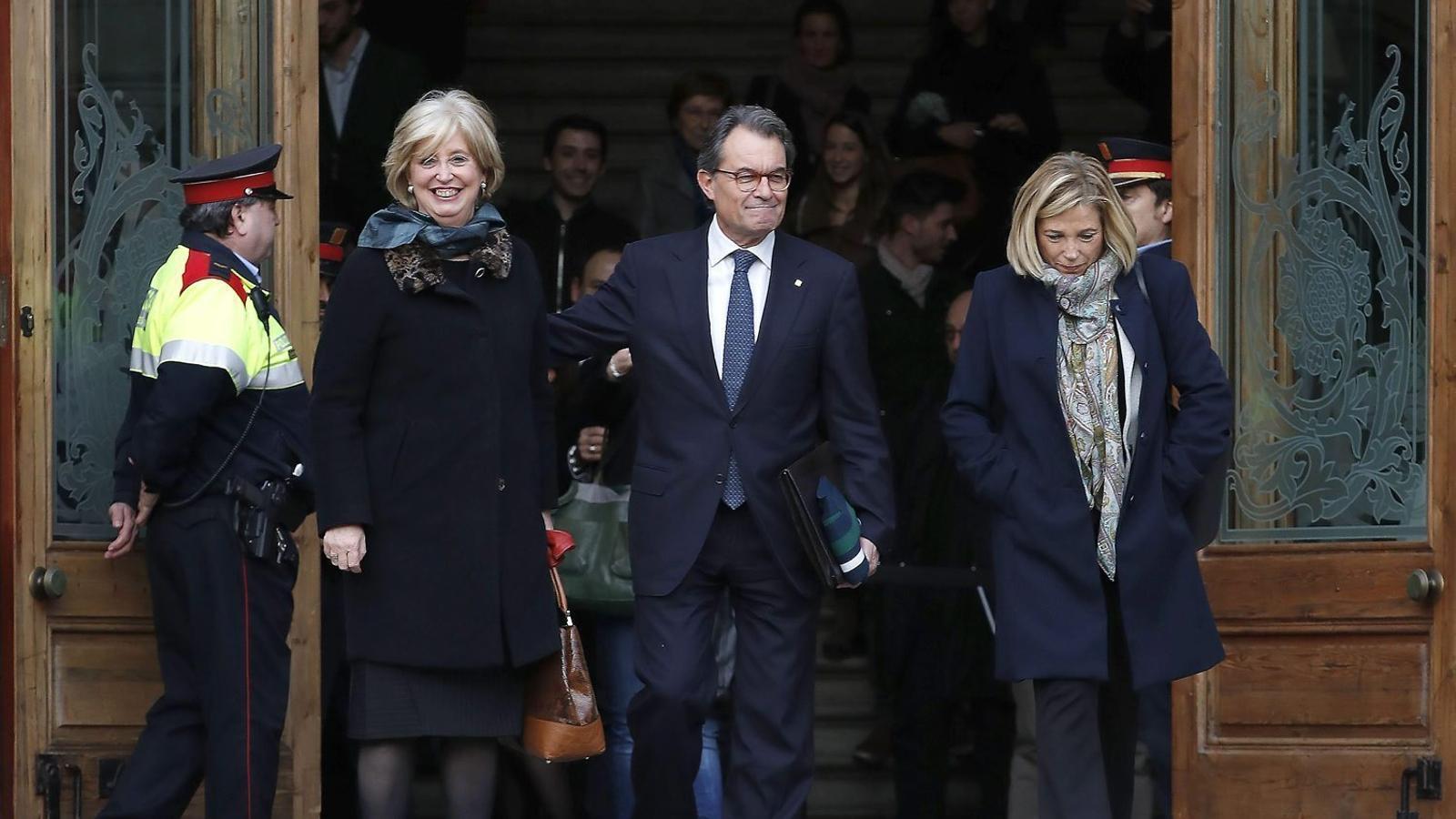 01. Artur Mas, Joana Ortega i Irene Rigau a la sortida del TSJC. 02. Mas amb Puigdemont.