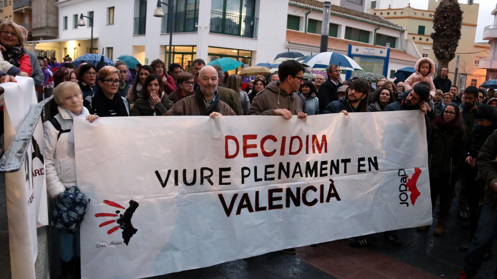 """Un municipi valencià crida contra """"la imposició"""" del govern espanyol de retolar els senyals de trànsit en castellà"""