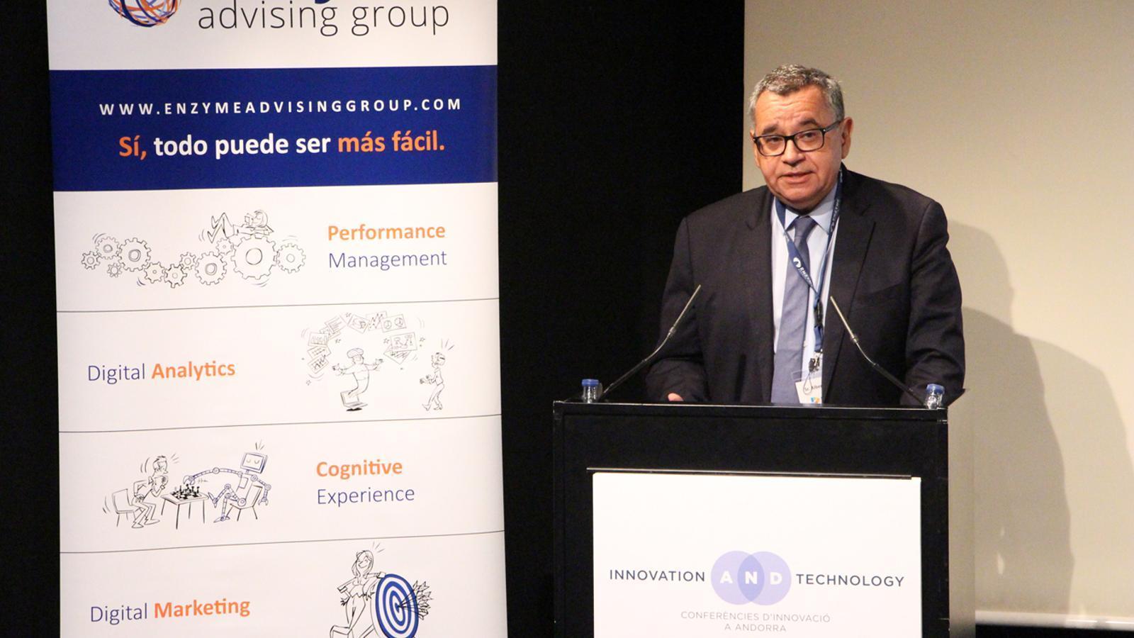 El director general de FEDA, Albert Moles, presentant la jornada 'El blockchain aplicat a les empreses'. / M. P. (ANA)