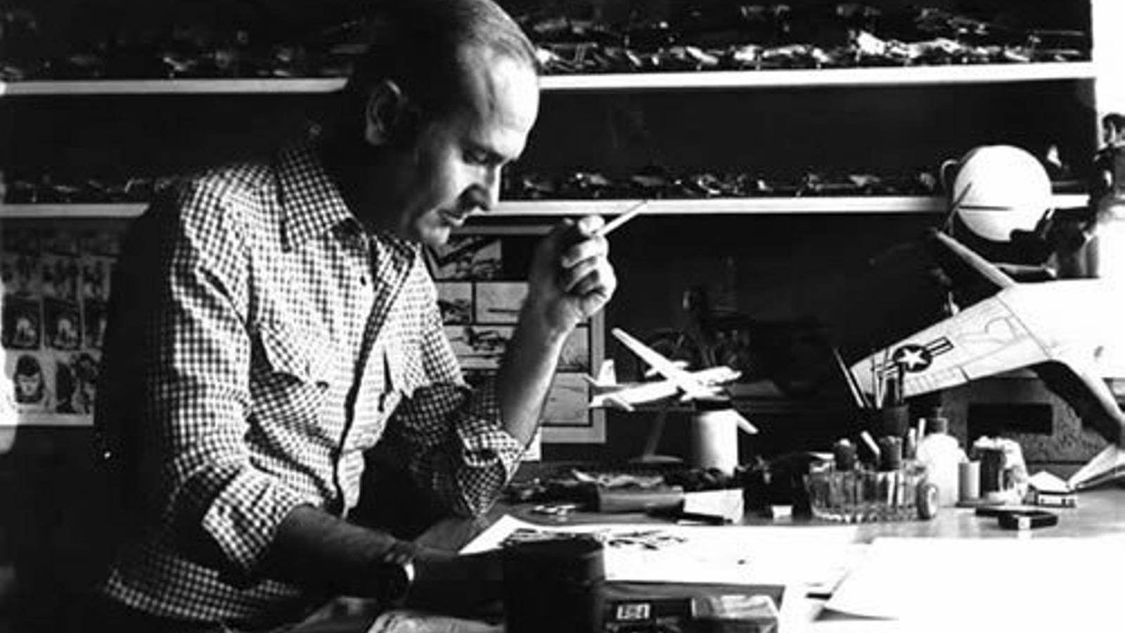 El dibuixant Juan Giménez al seu estudi el 1991